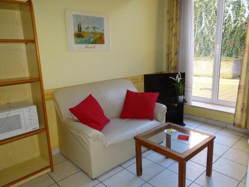 A seating area at Condo Gardens Leuven