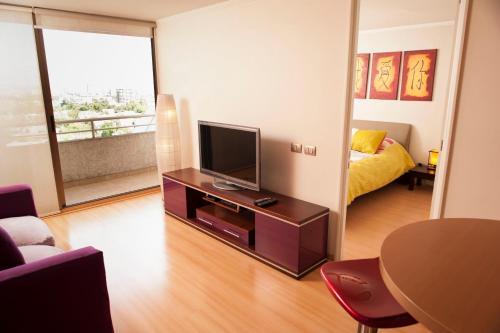 Una televisión o centro de entretenimiento en Chilean Suites Providencia