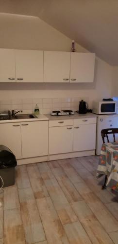A kitchen or kitchenette at Résidence Mantekila