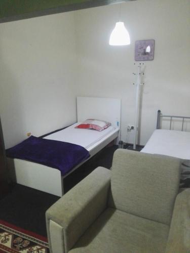 Кровать или кровати в номере Yas hostel