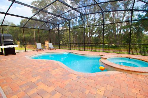 The swimming pool at or close to Luxury Home - Private Pool - 7 bed 6 bath