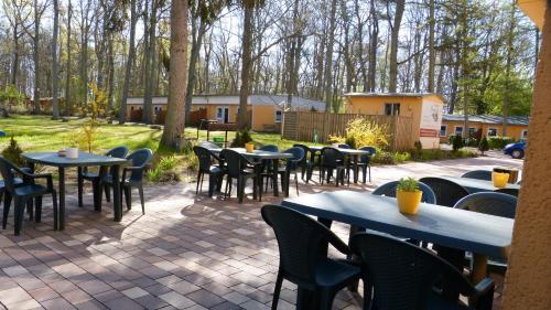 Ein Restaurant oder anderes Speiselokal in der Unterkunft Ferienpark Bernstein