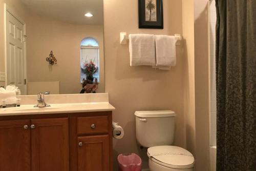 A bathroom at Seventh Heaven Resort Villa