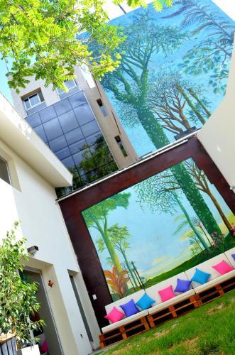 Una vista de la pileta en Jaque Mate Hostel o alrededores