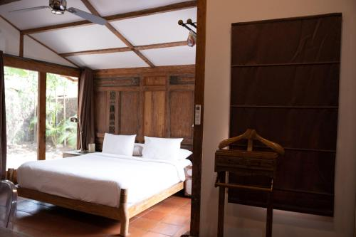 A bed or beds in a room at Villa Bhuvana
