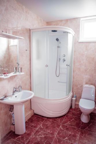 A bathroom at Guest House Beausoleil