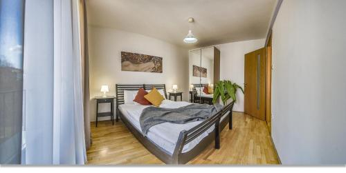 A bed or beds in a room at Avantgarde Apartments