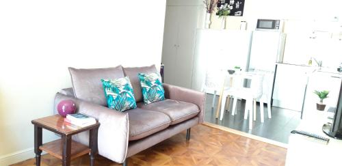 A seating area at Appartements Massena