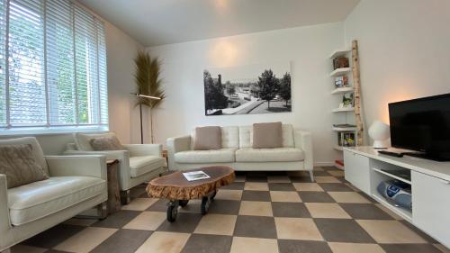 A seating area at Casa Mooi Mechelen