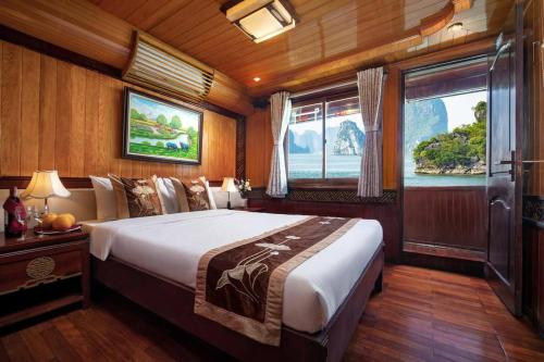 Halong Bay Cruise For Backpackers