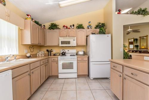 A kitchen or kitchenette at Indian Creek by Florida Star Vacations