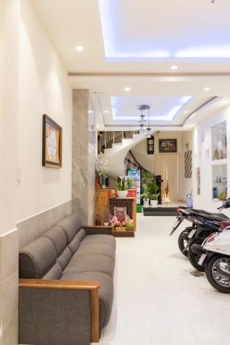 OYO 624 Nhu Huynh Hotel