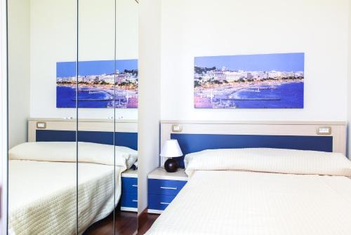 A bed or beds in a room at Appartements Villa Les Palmes