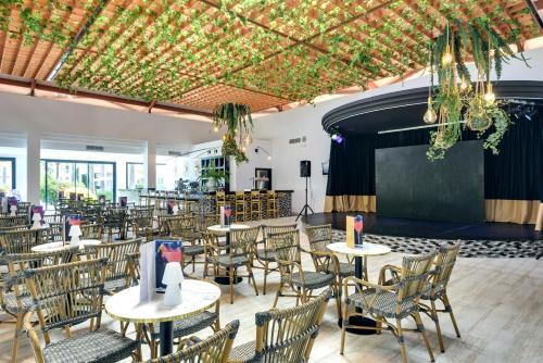 Een restaurant of ander eetgelegenheid bij Playa Garden Selection Hotel & Spa