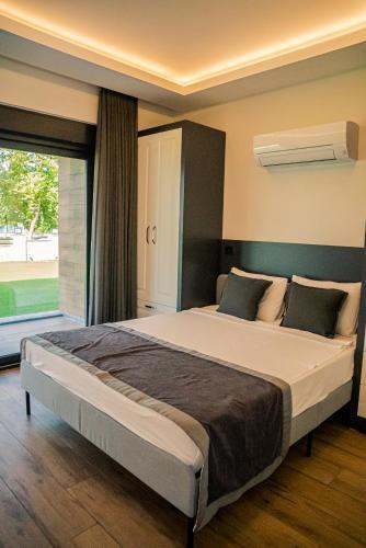 Кровать или кровати в номере Camyuva Beach Hotel