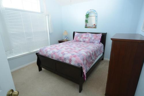 A bed or beds in a room at Elite Homes - Lake Berkley