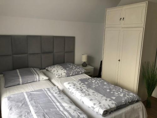 A bed or beds in a room at Noclegi pod kasztanem