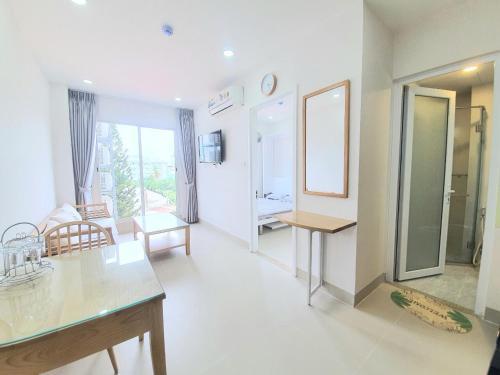 New Hampton Hospitality - Cornelia Hotel & Apartment