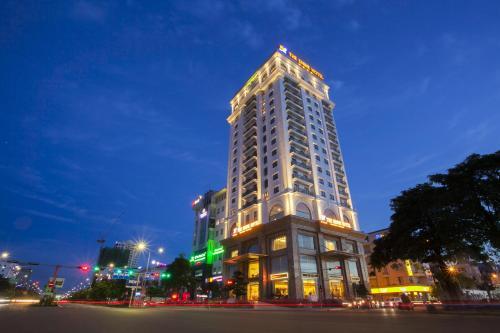 THE SHINE HOTEL