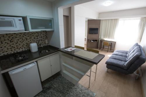 A cozinha ou cozinha compacta de Flat Itaim Suites São Paulo