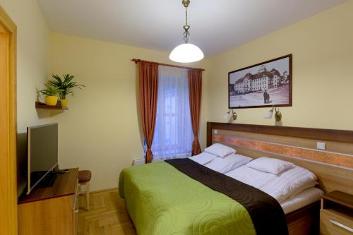 A bed or beds in a room at Centrum Vendégház