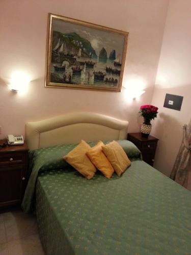 A bed or beds in a room at Hotel Ventura