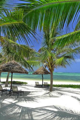 Hotel Breezes Beach Club Spa