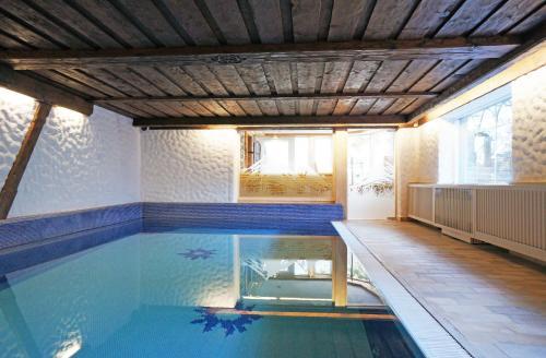 The swimming pool at or close to Aparthotel Landhaus St. Joseph (Indoor Pool)