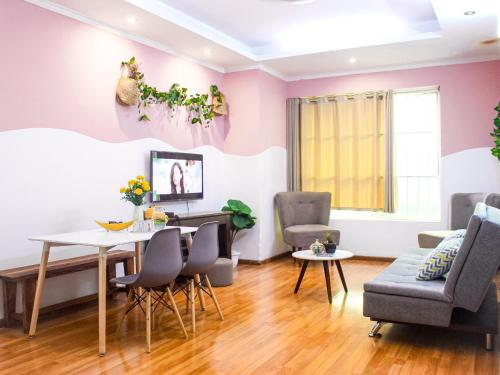 Amazing stay 1- 2 bed room and 2 bathroom apt near center Hanoi with lake view