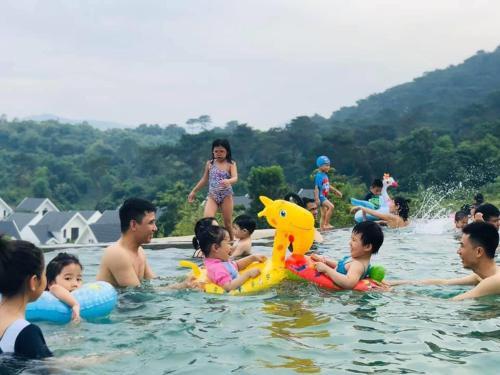 Biệt thự 3PN, bể bơi chung cách Hà Nội 40km