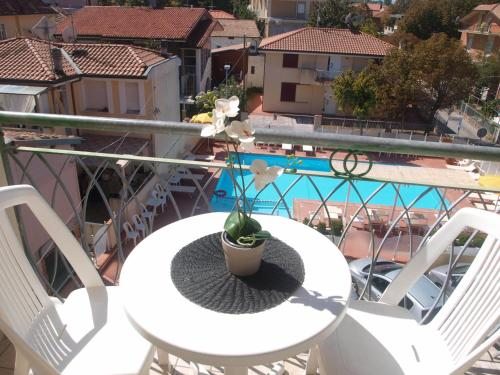 A view of the pool at Residence I Girasoli or nearby