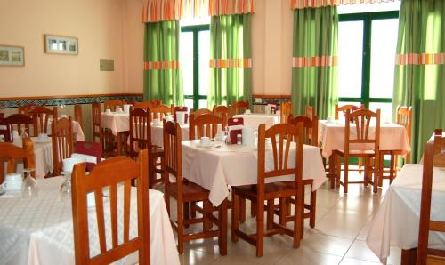 Um restaurante ou outro lugar para comer em Hotel Villa Gomera