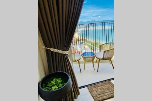 QSea Nest (Gold Coast Apartment). Sea-view from beds and balcony