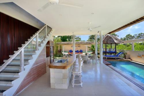 The swimming pool at or near Villa Bukit Nusa Lembongan