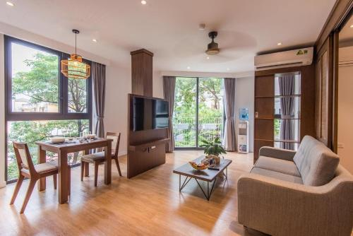 Lovely Apartment / Luxury / 81 Linh Lang