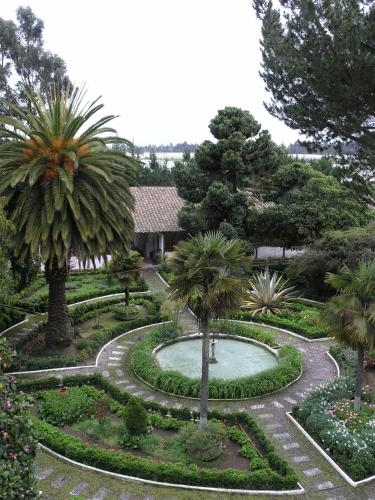 Vista de la piscina de Hacienda La Cienega o alrededores