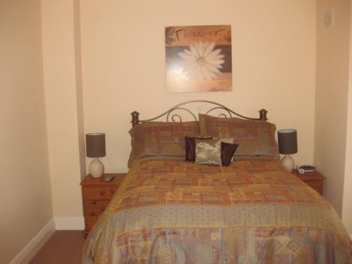 A bed or beds in a room at Lough Rynn Townhouse Self Catering