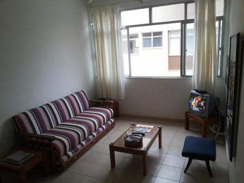 A seating area at Apartamento Cabo Frio