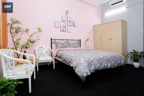 Netflix TV pink studio in Ba Dinh center