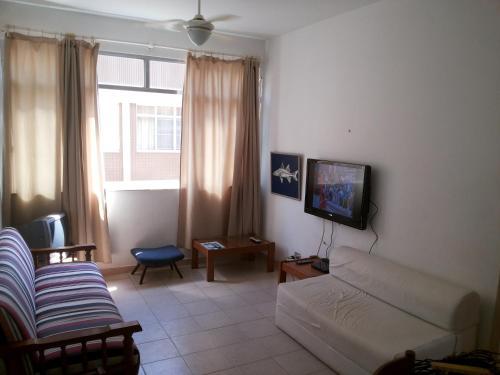 A television and/or entertainment center at Apartamento Cabo Frio