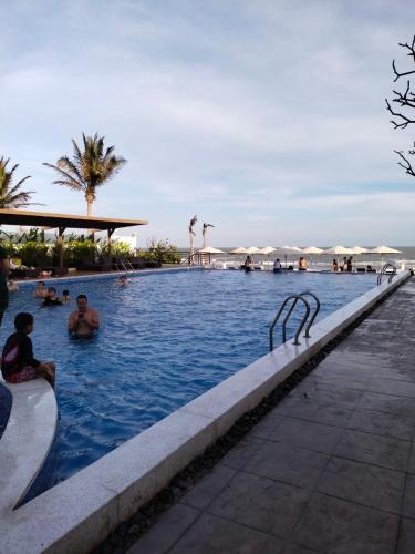 Hảo Aria Resort - hồ bơi và bãi tắm riêng