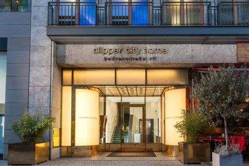 The facade or entrance of Clipper City Home Apartments Berlin