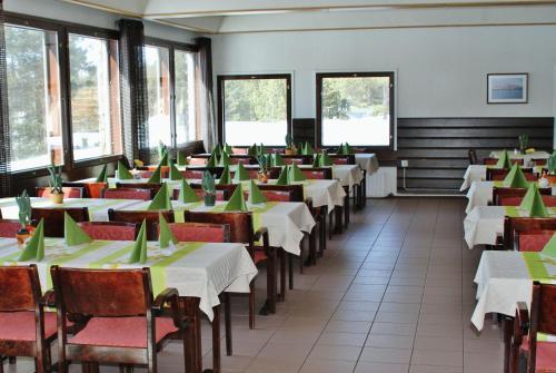 En restaurang eller annat matställe på Vuontispirtin Mökit