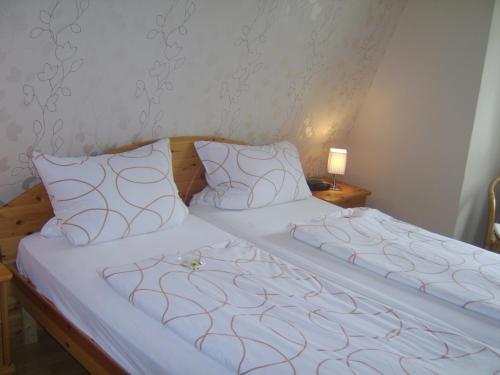 Ein Bett oder Betten in einem Zimmer der Unterkunft Weingut Matthias Dauns