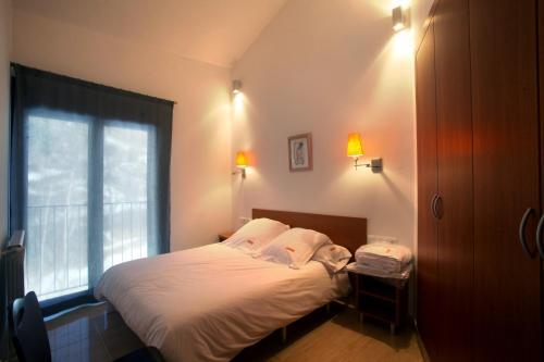 Cama o camas de una habitación en Apartaments Turístics Prat de Les Mines