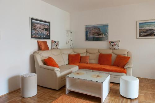 A seating area at Apartment Marija