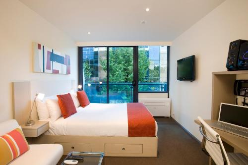 A bed or beds in a room at City Tempo - Queen St