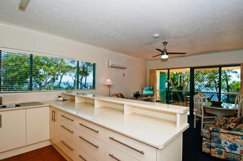 A kitchen or kitchenette at Shelly Bay Resort