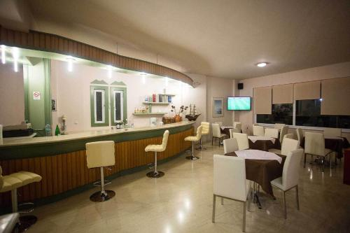 A restaurant or other place to eat at Remvi Hotel - Apartments