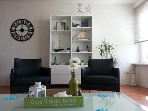 Ein Sitzbereich in der Unterkunft Appartement De Vuurtoren